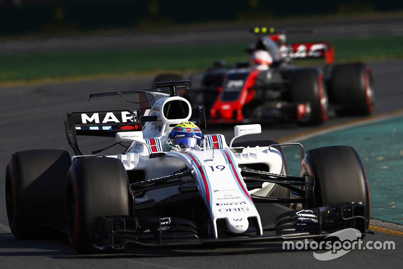 Felipe Massa, Williams FW40, y Kevin Magnussen, Haas F1 Team VF-17
