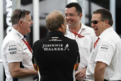 Mike o ' Driscoll, director general del grupo, Williams, Bob Fernley, Subdirector del equipo, Force India, Eric Boullier, Director de carreras, McLaren y Zak Brown, Director Ejecutivo de McLaren Technology Group