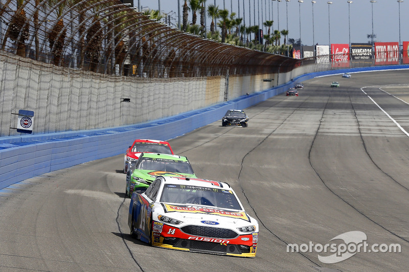 Clint Bowyer, Stewart-Haas Racing, Ford; Gray Gaulding, BK Racing, Toyota