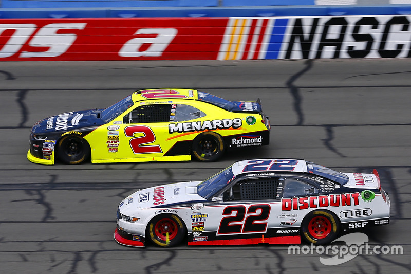 Joey Logano, Team Penske, Ford; Paul Menard, Richard Childress Racing, Chevrolet