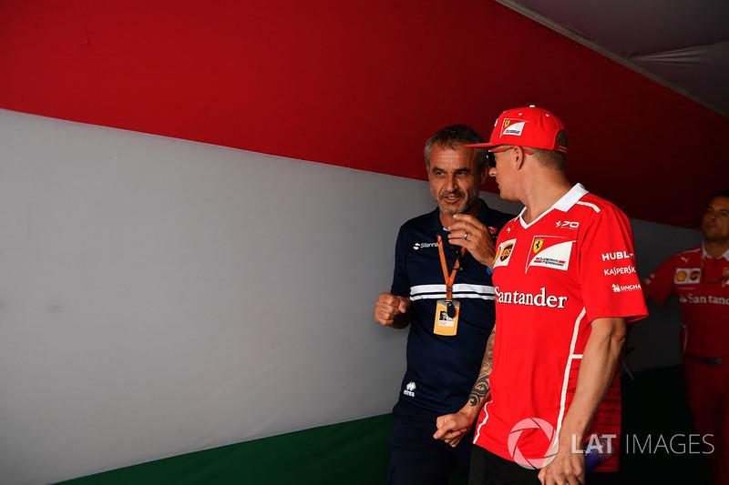 Beat Zehnder, Sauber C36 Manager y Kimi Raikkonen, Ferrari