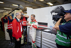 William de Braekeleer, directeur de Honda Motor Europe avec Tiago Monteiro, Honda Racing Team JAS