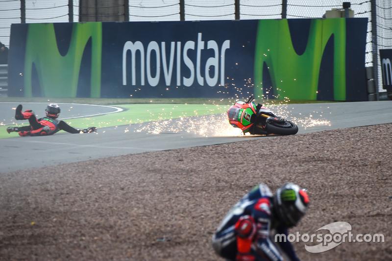 La caduta di Stefan Bradl, Aprilia Racing Team Gresini Jorge Lorenzo, Yamaha Factory Racing