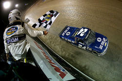 Kyle Larson, GMS Racing Chevrolet takes the checkered flag