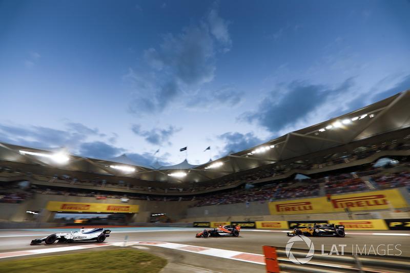 Felipe Massa, Williams FW40, Fernando Alonso, McLaren MCL32 y Carlos Sainz Jr., Renault Sport F1 Team RS17