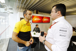 Cyril Abiteboul, Gerente Director de Renault Sport F1 Team, Fernando Alonso, McLaren, Eric Boullier, Director del Racing, McLaren