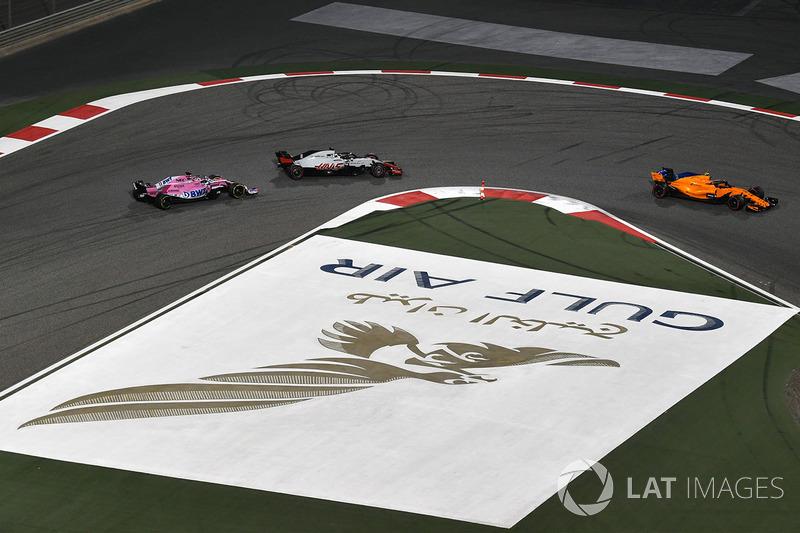 Stoffel Vandoorne, McLaren MCL33, Romain Grosjean, Haas F1 Team VF-18 and Sergio Perez, Force India VJM11
