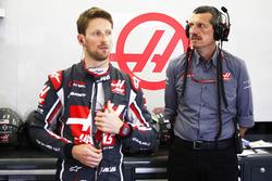Romain Grosjean, Haas F1 Team, et Günther Steiner, Team Principal, Haas F1