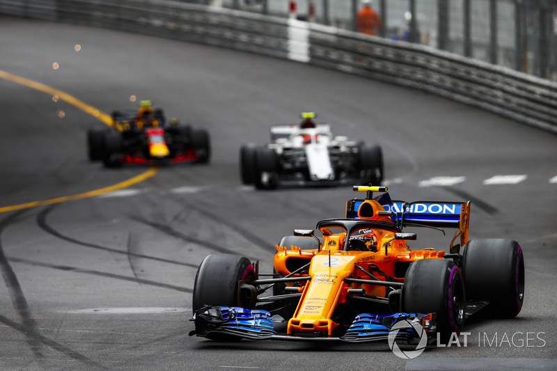 Stoffel Vandoorne, McLaren MCL33, leads Charles Leclerc, Sauber C37, and Max Verstappen, Red Bull Racing RB14