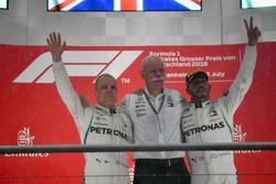 Podium: second place Valtteri Bottas, Mercedes-AMG F1, Dr. Dieter Zetsche, CEO of Daimler AG, Race winner Lewis Hamilton, Mercedes-AMG F1