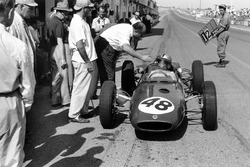 Willy Mairesse, Lotus 21-Climax, ai box
