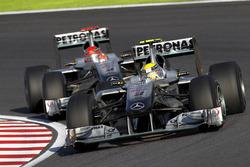 Nico Rosberg, Mercedes GP W01 y Michael Schumacher, Mercedes GP W01