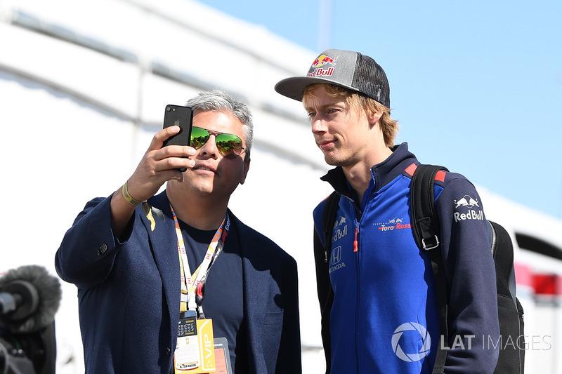 Brendon Hartley, Scuderia Toro Rosso fans selfie