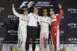 Podium: second place and new World Champion Nico Rosberg, Mercedes AMG, Tony Ross, Race Engineer, M