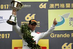 Podio: il secondo classificato Robin Frijns, Audi Sport Team WRT, Audi R8 LMS