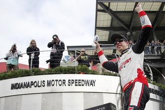 Race winner Brad Keselowski, Team Penske, Ford Fusion