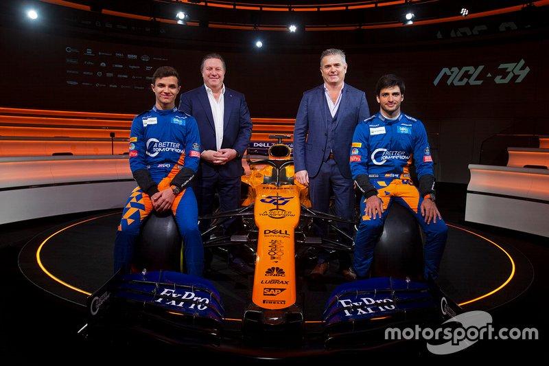Lando Norris, McLaren, Carlos Sainz Jr., McLaren, Zak Brown, directeur exécutif, McLaren Racing