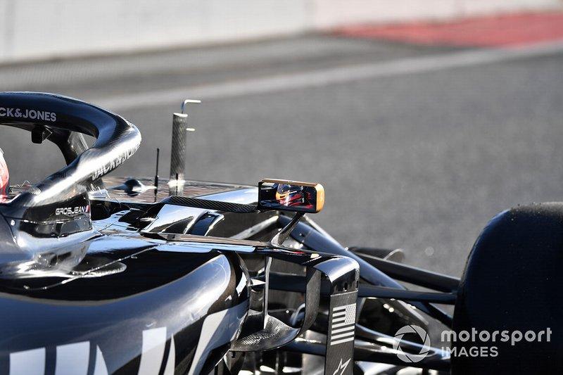 Romain Grosjean, Haas F1 Team VF-19 mirror reflection