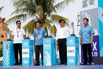 I trofei accanto ai dignitari