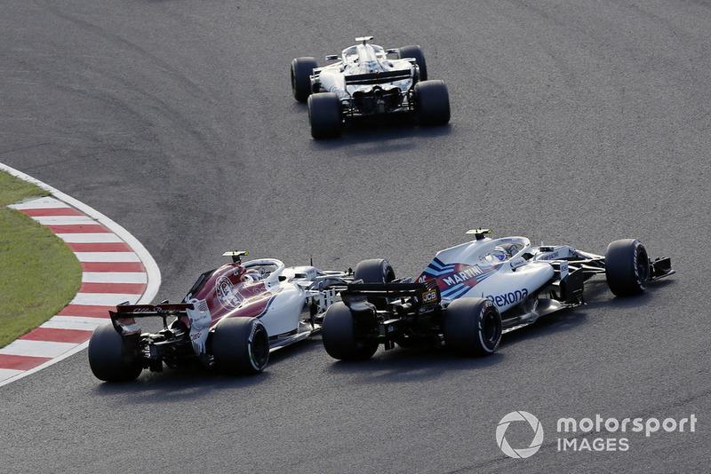 Charles Leclerc, Sauber C37 and Sergey Sirotkin, Williams FW41 battle