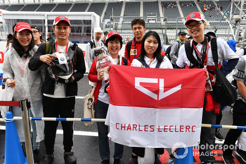 Charles Leclerc, Sauber fans and banner