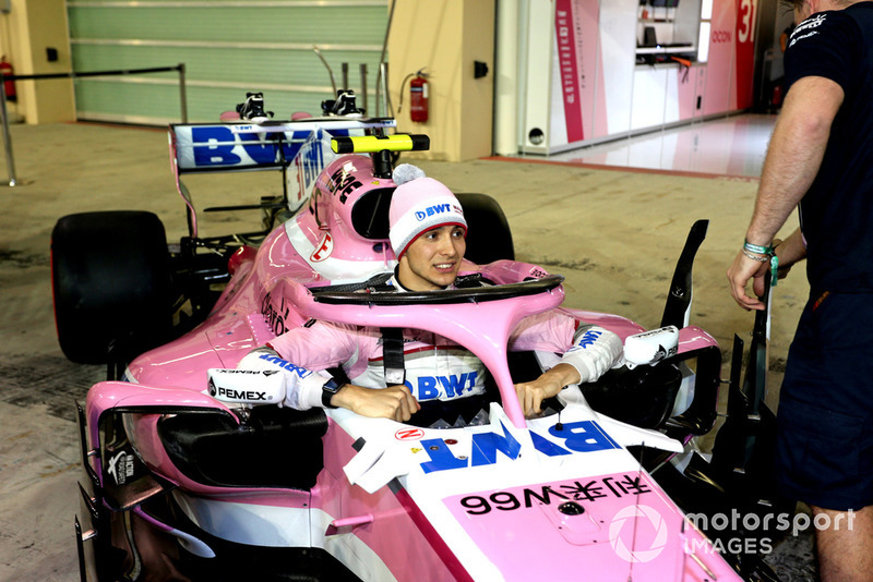 Esteban Ocon, Racing Point Force India VJM11 en la foto del equipo Racing Point Force India F1