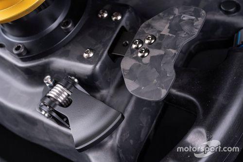 Il volante BMW M4 GT3 della Fanatec