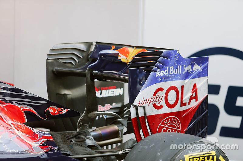 El Scuderia Toro Rosso STR11 alerón trasero