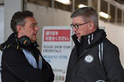Mario Isola, sportief directeur Pirelli en Ross Brawn, directeur autosport FOM