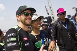 Tom Sykes, Kawasaki Racing with fans