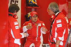 Felipe Massa, Ferrari, Rob Smedley, Ferrari-Renningenieur und Luigi Mazzola, Ferrari-Testteammanager