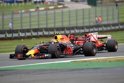 Max Verstappen, Red Bull Racing RB13 en Sebastian Vettel, Ferrari SF70H