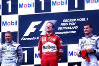 Podio: ganador de la carrera Rubens Barrichello, Ferrari F1 2000, segundo lugar Mika Hakkinen,  Mclaren  MP4-15