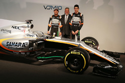 Sergio Pérez, Sahara Force India F1 con el dueño del equipo Dr. Vijay Mallya, Sahara Force India F1 y Esteban Ocon, Sahara Force India F1 Team
