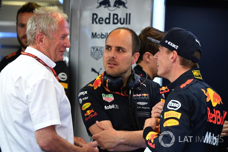 Спортивный консультант Red Bull Хельмут Марко, гоночный инженер Red Bull Racing Джанпьеро Ламбьязе и пилот Макс Ферстаппен