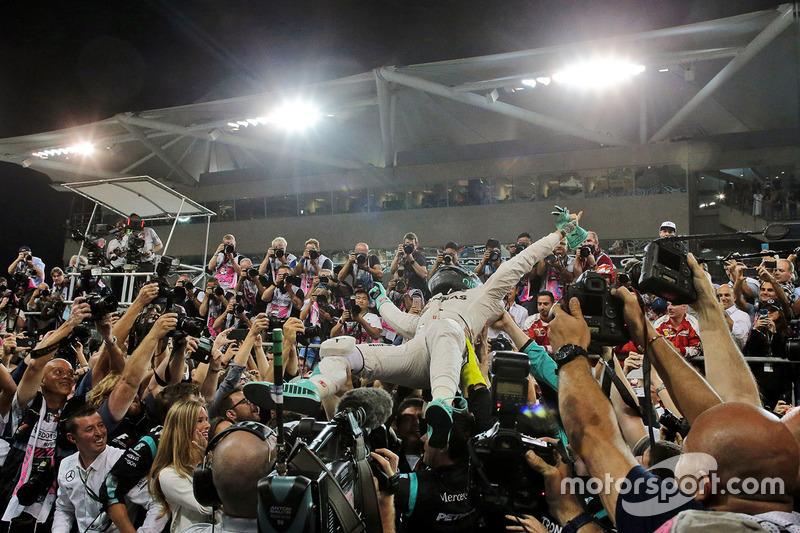 Nico Rosberg, Mercedes AMG F1 celebra con su esposa, Vivian Rosberg
