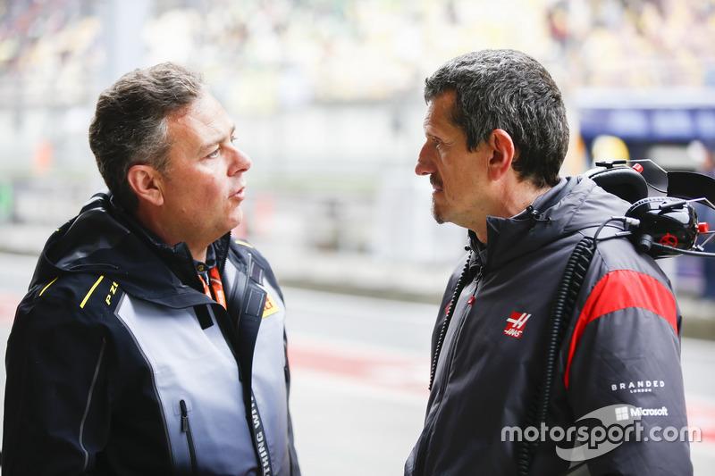 Mario Isola, Pirelli Motorsportchef; Günther Steiner, Teamchef, Haas F1 Team