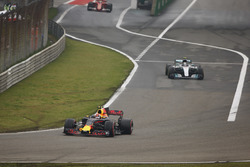 Max Verstappen, Red Bull Racing RB13, leads Valtteri Bottas, Mercedes AMG F1 W08 and Sebastian Vettel, Ferrari SF70H