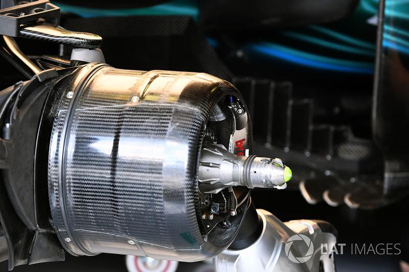 Кріплення переднього колеса Mercedes-Benz F1 W08 Hybrid