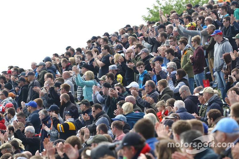 BTCC Crowd