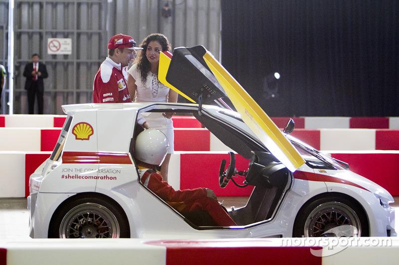 Kimi Raikkonen, Ferrari y Giselle Zarur Maccise reportera F1 Latinoamerica en el Shell Eco-marathon cars