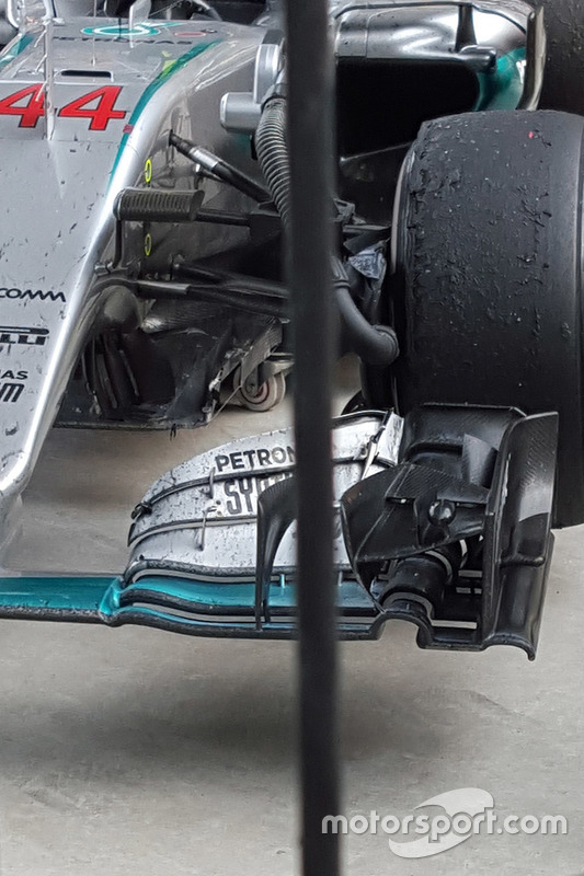 L'avant de la Mercedes AMG F1 Team W07