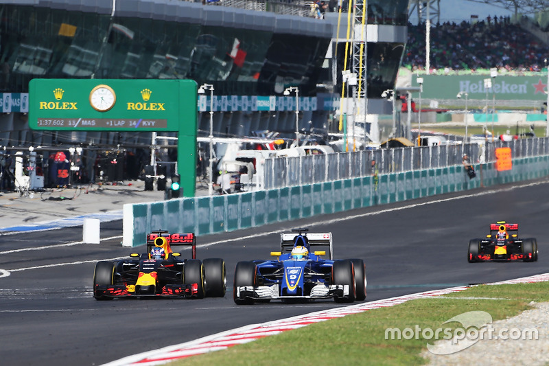 Marcus Ericsson, Sauber C35 y Daniel Ricciardo, Red Bull Racing RB12