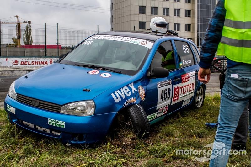 Пошкодження машини Руслана Сєрова - гонка 2