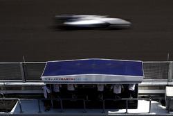 Felipe Massa, Williams FW38, passes the Pit Wall