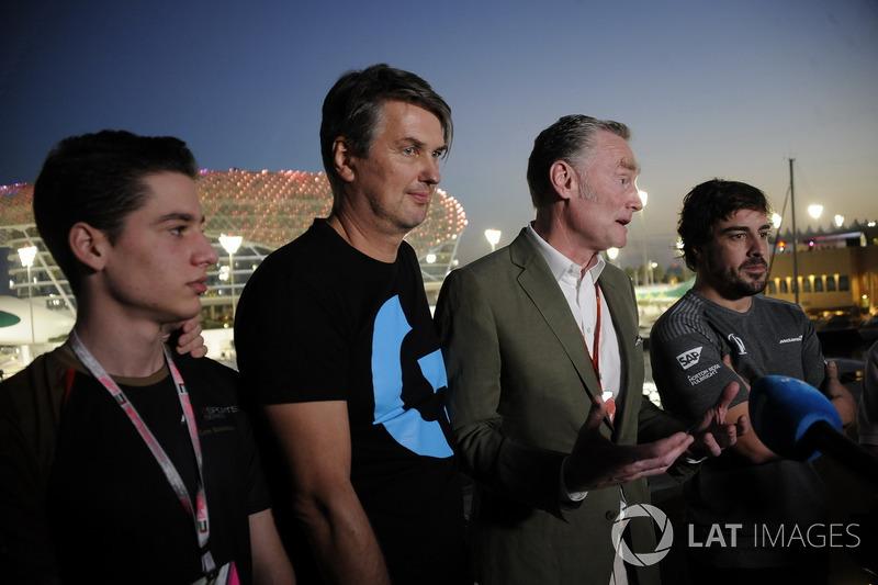 Fernando Alonso, McLaren and Cem Bolukbasi, G2 Esports Gamer, Sean Bratches, Formula One Managing Di