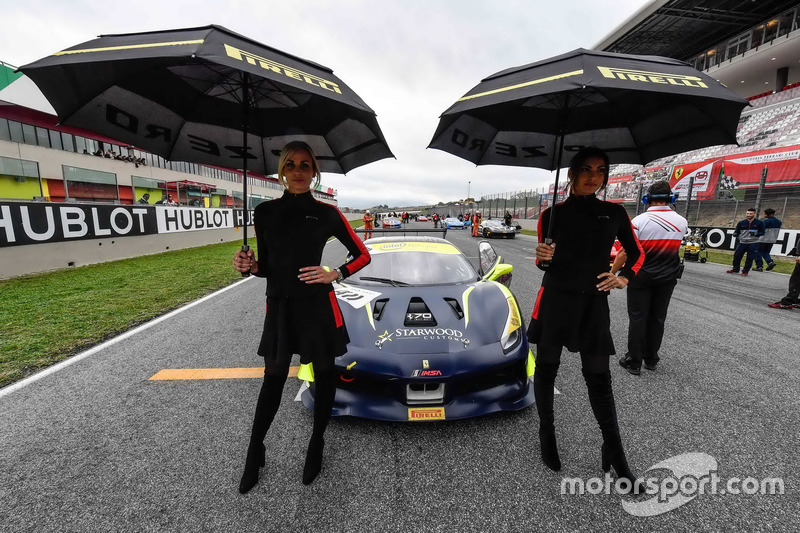 Grid girls with #411 Scuderia Corsa - Ferrari Beverly Hills Ferrari 488: Karl Williams