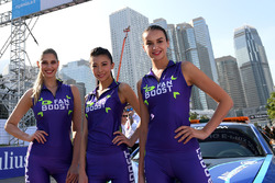 Fanboost girls on the grid
