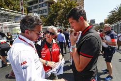 Alejandro Agag, Formula E CEO, praat met presentator Vernon Kaye