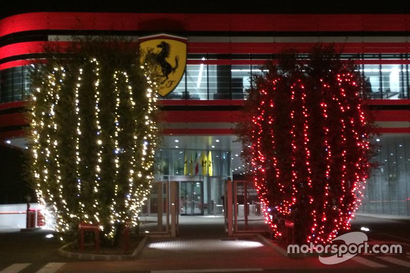 Addobbi natalizi all 39 esterno della fabbrica della scuderia - Addobbi natalizi per esterno ...